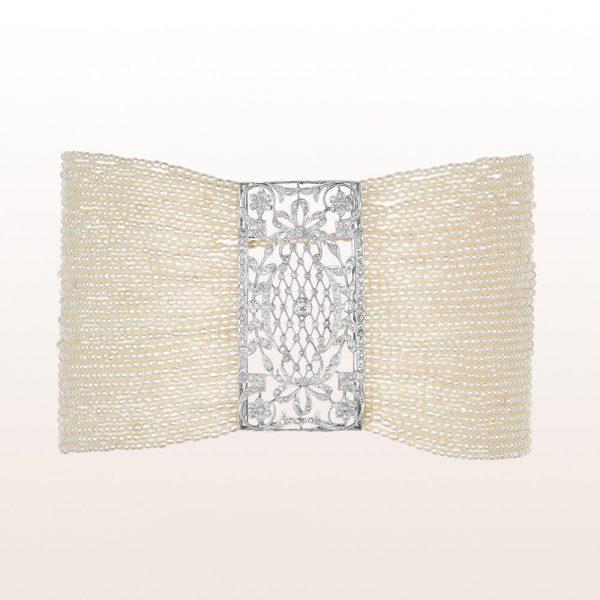 Collier de Chien mit Grießperlen, Diamanten und einer 18kt Weißgold Stabschließe
