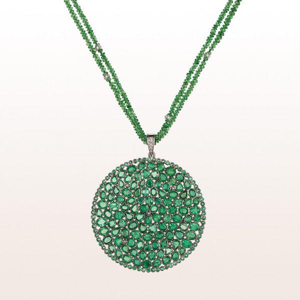 Anhänger mit Diamanten, Smaragden und Tsavorit auf einem Collier mit 18kt Weißgold