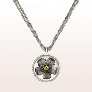 Anhänger mit Bergkristallen und Diamanten 0,44ct auf einem Collier mit Labaradorit in 18kt Weißgold
