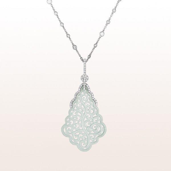 Anhänger mit weißer Jade und Brillanten 01,74ct auf einem Collier mit Diamanten 1,20ct in 18kt Weißgold