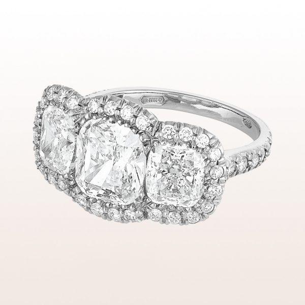 Ring mit Cushion cut Diamanten 4,39ct und Brillanten 0,49ct in Platin