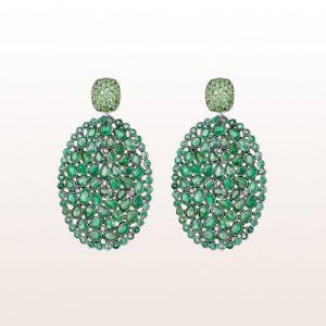 Ohrgehänge mit Tsavorit, Smaragd und Diamant 0,18ct in 18kt Weißgold