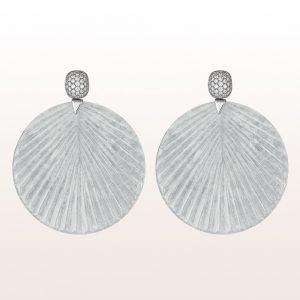 Ohrgehänge mit weißen Jadescheiben und Brillanten 1,19ct in 18kt Weißgold