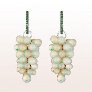 Ohrgehänge mit Tsavorit, Brillanten, Opale in 18kt Weißgold