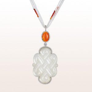 Anhänger mit weißer Jade, Feueropal 5,57ct, Brillanten 1,18ct auf einem Collier mit weißem Topas in 18kt Weißgold