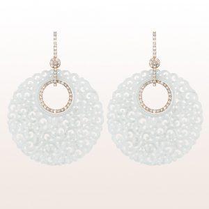 Ohrgehänge mit weißer Jade und braunen Brillanten 2,01ct in 18kt Weißgold