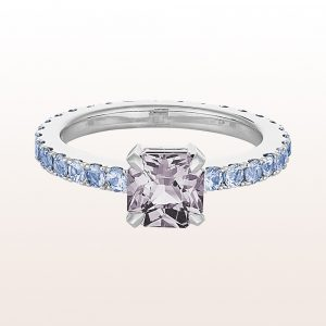Ring mit grauem Spinell 1,22ct und Saphir 1,12ct in 18kt Weißgold