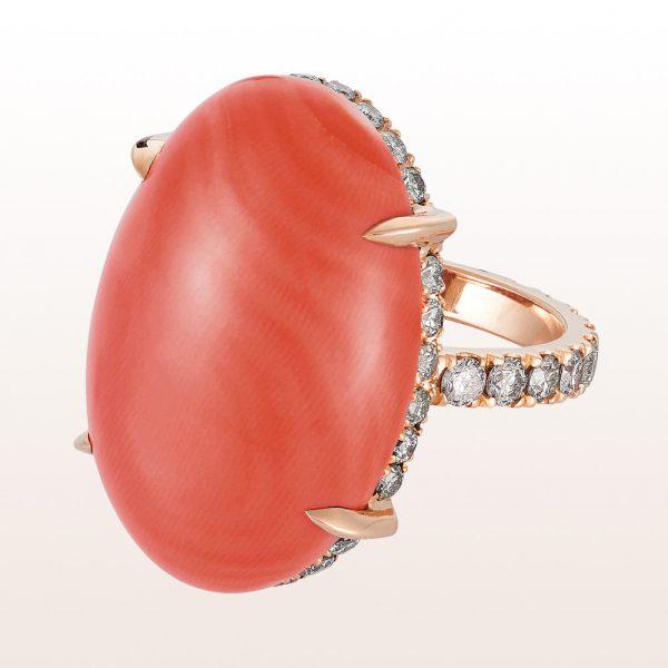 Ring mit Korallcabouchon und braunen Brillanten 1,42ct in 18kt Roségold