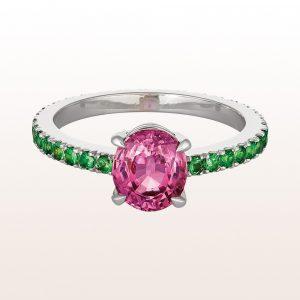 Ring mit rosa Saphir 2,12ct und Tsavorit 0,95ct in 18kt Weißgold