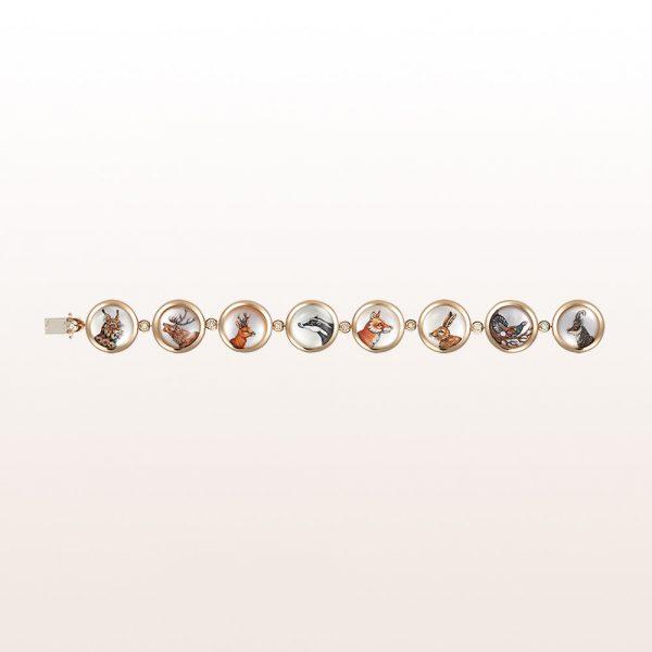 Armband mit Wildmotiven auf Bergkristall, Perlmutt und Brilalnten 0,46ct in 18kt Gelbgold