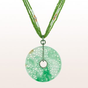 Anhänger mit grüner Jade und Tsavorit 1,27ct auf einem Collier mit Tsavorit, Opal und einer 18kt Weißgold Brillantschließe