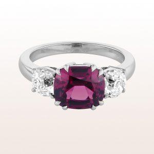 Ring mit violettem Granat 4,24ct und Diamanten 1,40ct in 18kt Weißgold